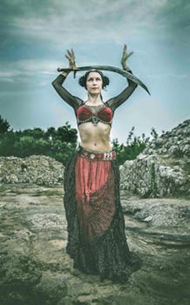 En kvinna med svärd